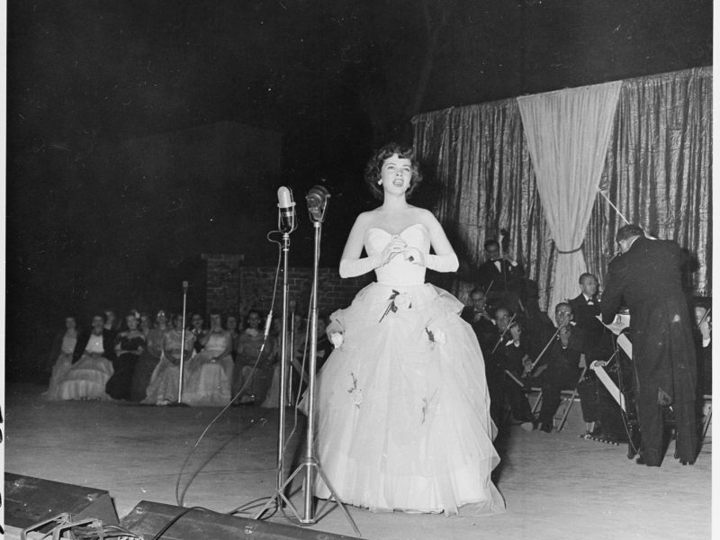 Kathryn Grayson singing at the dedication of the Carter Barron Amphitheater in Rock Creek Park (1951)